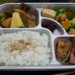会席ひら松さんのお弁当です。朝8時半に届けてくれました。