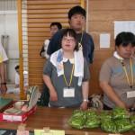 ゆうこちゃんは、早月農園の作物を頑張って売りました。