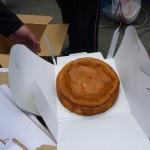 最後の景品は、井上ヘルパーが夜なべして作ったチーズケーキです