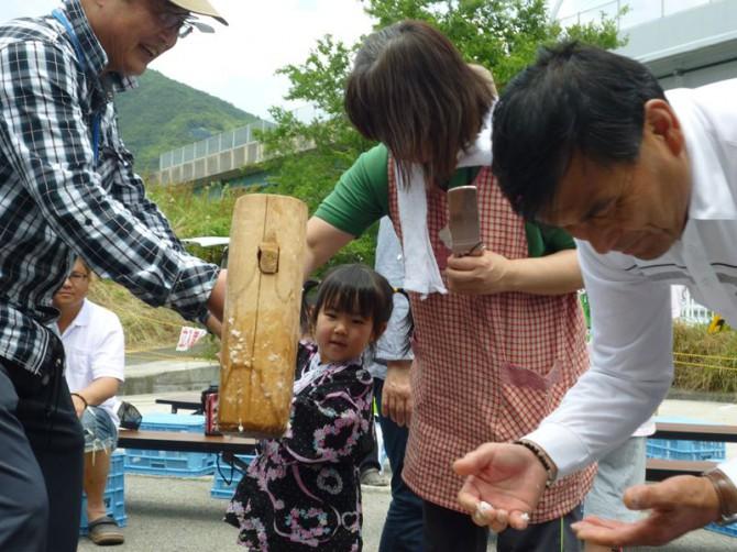 「まごころランド春祭り」大盛況でした!歌って踊って、たくさん食べて、子供達の笑顔がいっぱいでした。