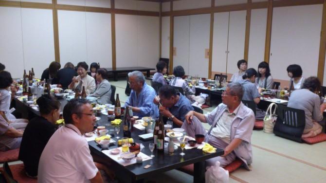 あゆみの会(和歌山県重度心身障害児者親の会)の親睦会が今年も紀州路みなべで開かれました。どんどん親の高齢化が進んでいますが、今年も、元気な笑顔が見られました。