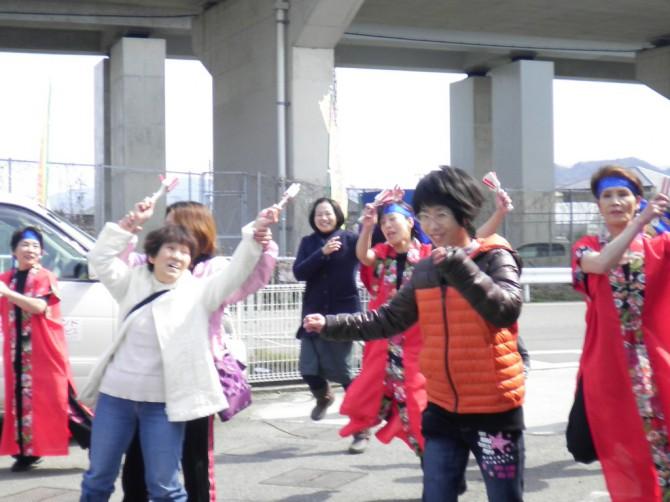 今年の、まごころランド「春祭り」は、ぽかぽか陽気の一日、みんなで、食べて、遊んで、踊って、お餅もひろって、楽しい楽しい1日になりました。