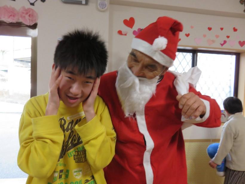 サンタさんも登場!放課後等デイサービスのクリスマス会です