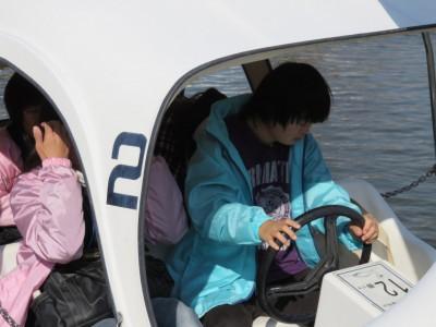 11かよちゃんは、ボートをこぎました。さすが若い!みんなが遭難しないように、最後まで頑張りました