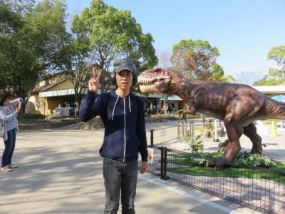 7無敵の智くんも、恐竜はちょっと怖いようです