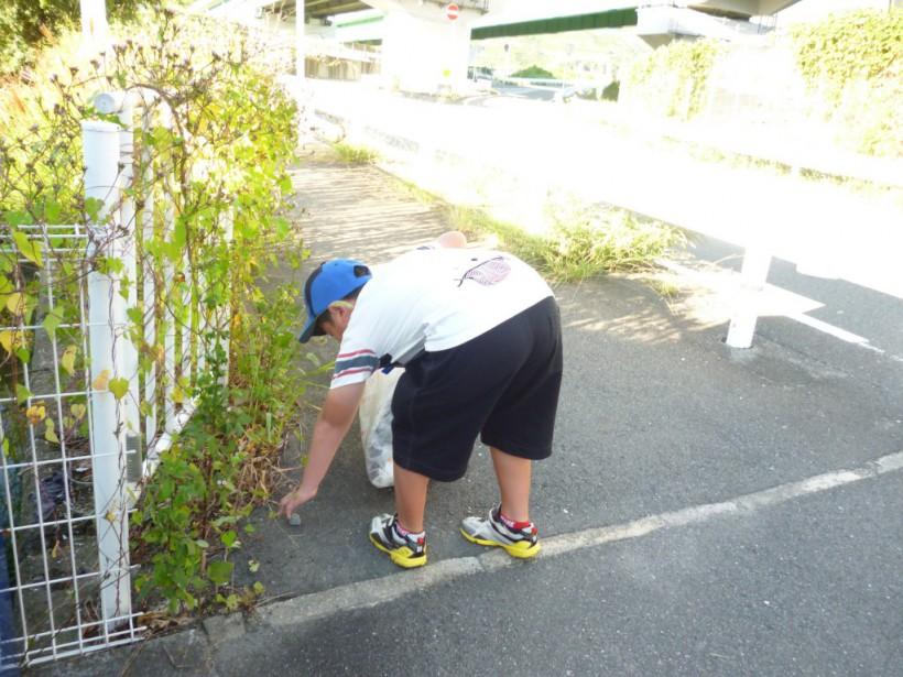 秋晴れの放課後!こども達とゴミ拾いを頑張りました。